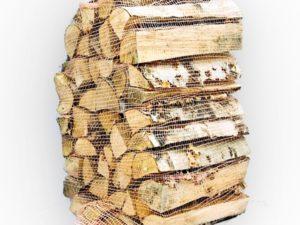 Koivuklapeja polttopuuta pikkusäkissä